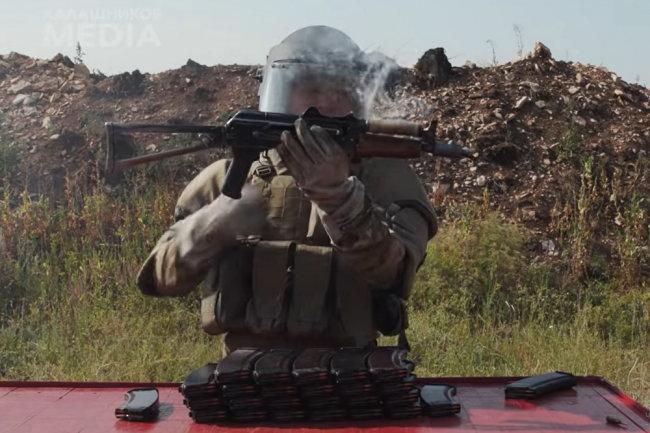 Видео: АКС-74У испытали безостановочной стрельбой