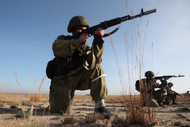 Видео: АК-74М испытали холодом, водой и пылью