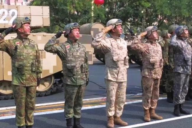 Китайская армия начала получать новую униформу, бронежилеты и автоматы